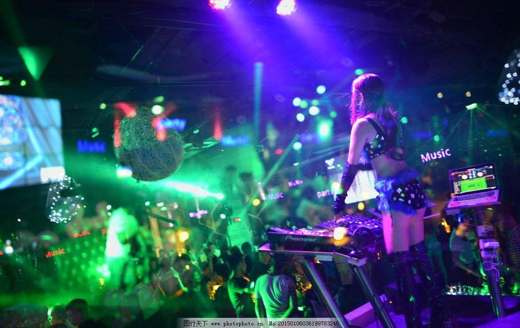 一大群人喝酒图片_花都酒吧图片夜场图片