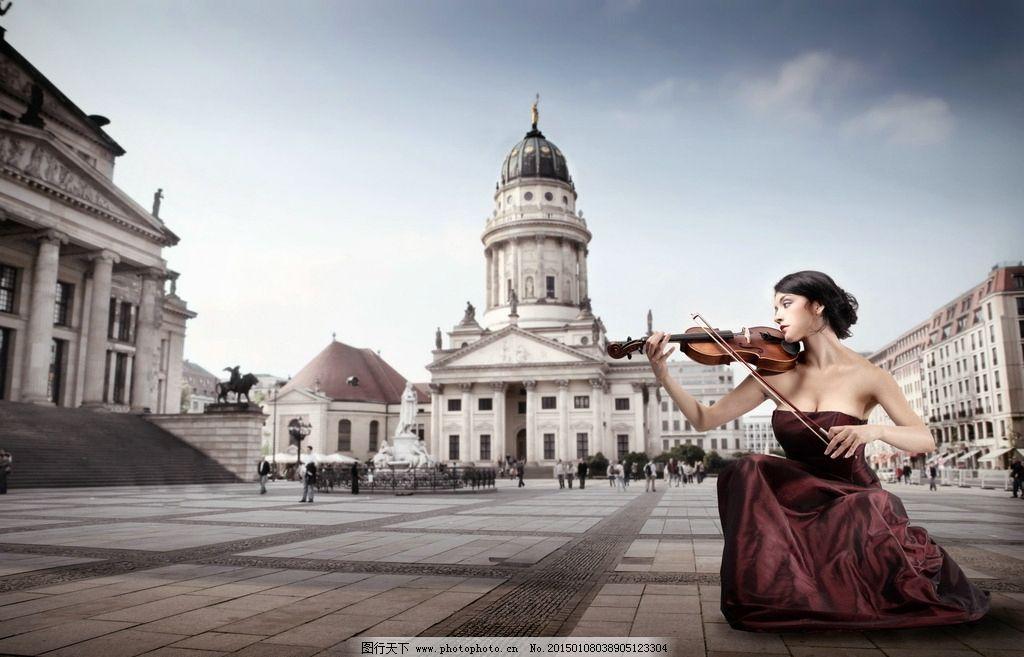 拉小提琴 乐器 音乐 演奏 建筑物 欧式建筑 欧洲 音乐 舞蹈 剧场 表演