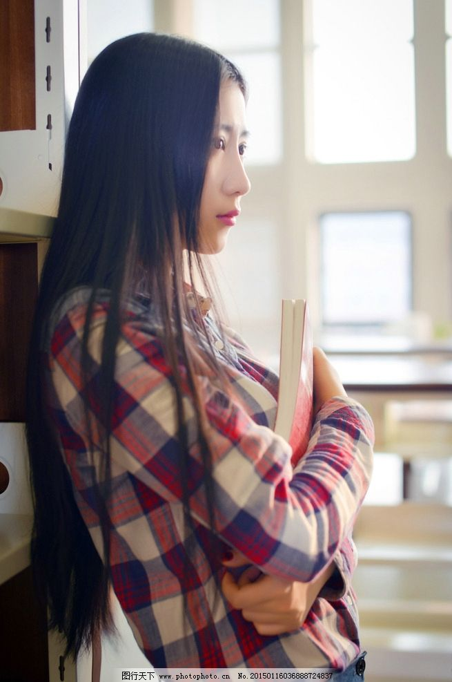 女生侧脸看书头像