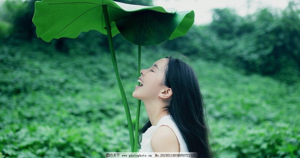 夏天 荷叶 大笑的女孩 清新美女 绿色大自然 摄影 人物图库 女性女人
