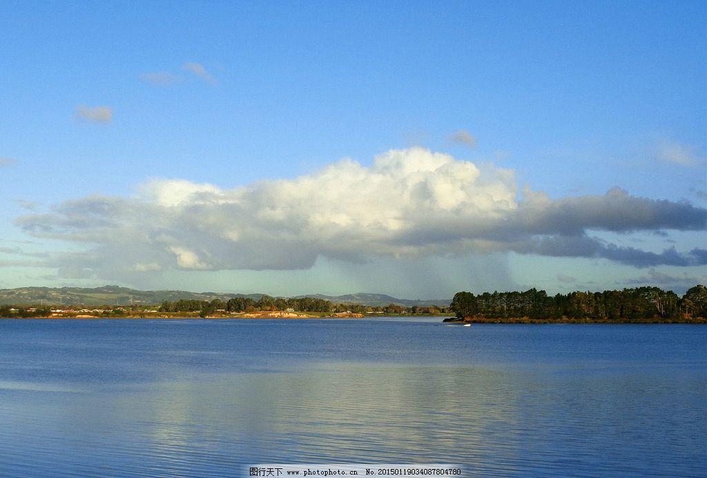 蓝天 白云 远山 建筑 绿树 大海 海水 海湾 倒影 新西兰海滨风光 摄影