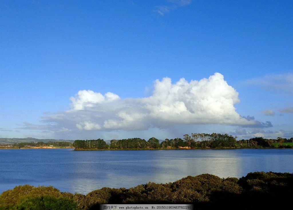 新西兰海滨自然风光 蓝天 白云 远山 绿树 大海 海水 海湾 倒影