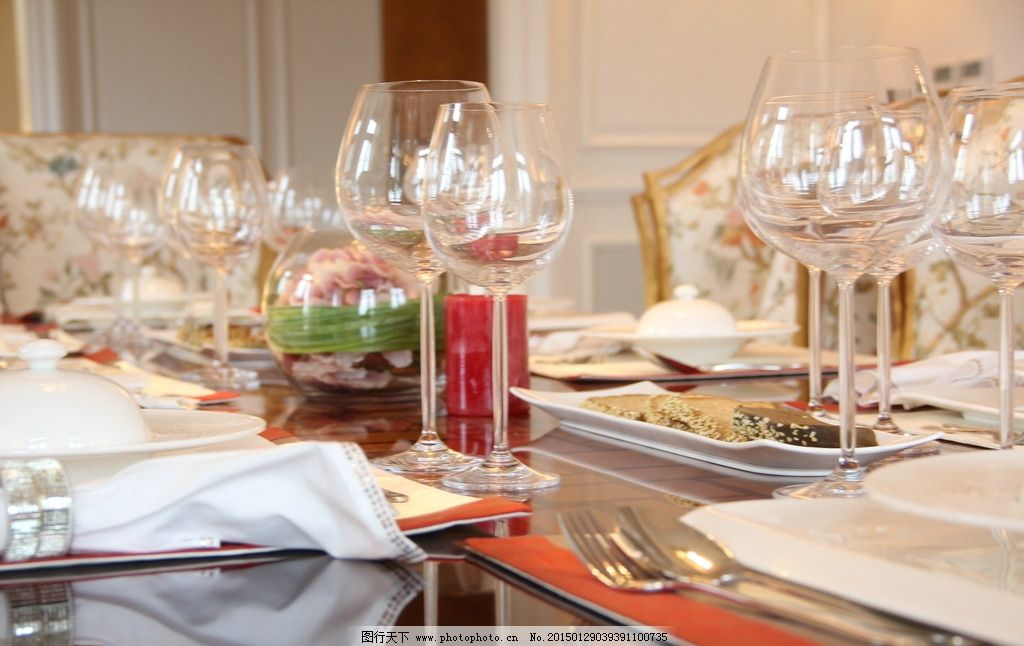 宴会 西餐 别墅 餐桌 欧式 高脚杯 用餐 摄影图片 建筑园林