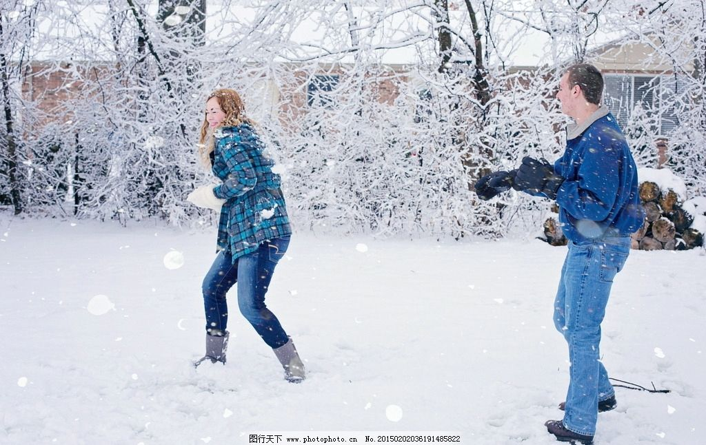 情侣打雪仗 下雪 爱情 生活照 冬季 冬天 雪天 雪景 雪地 雪花