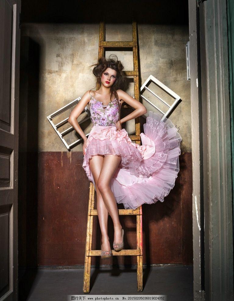 优雅 性感 气质 时尚女性 秀发 长发 西方丽人 西洋美人 白皙 美腿 裙图片