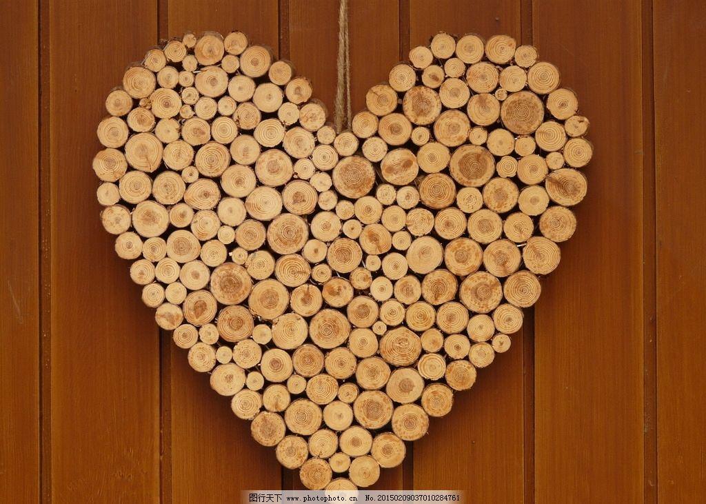 情人节圆木挂饰 木纹 爱情 心形 爱心 装饰 木棍 木板墙 木纹背景图片