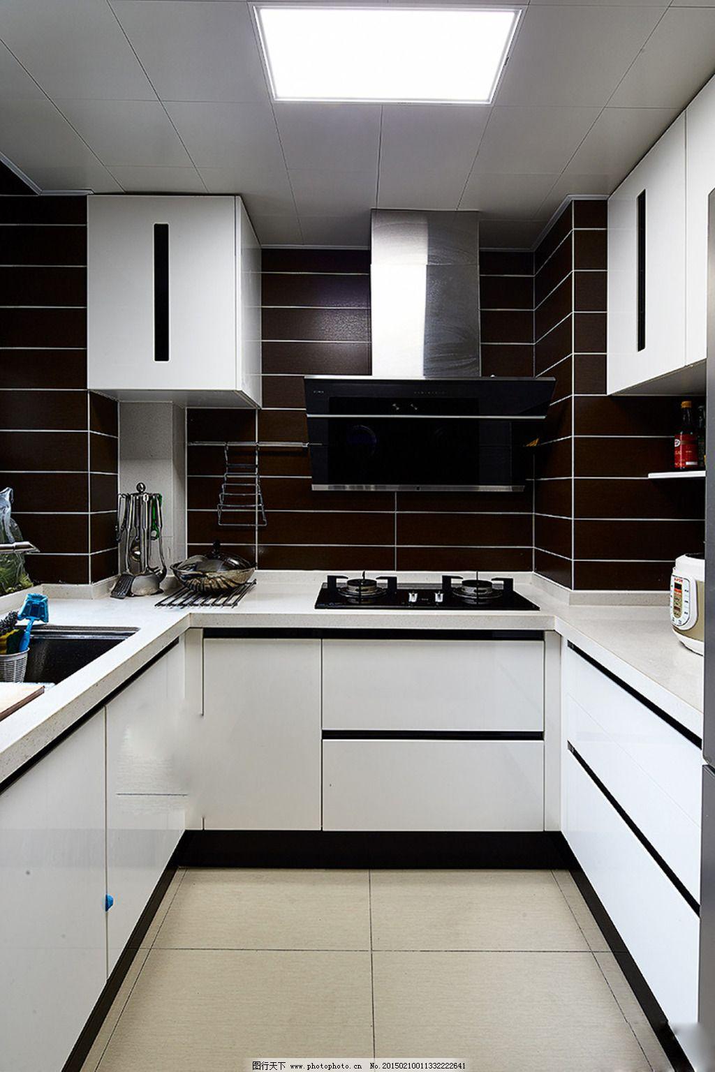 壁纸 吊灯 液晶壁挂电视 电视股 沙发 茶几 烤漆玻璃 地柜 餐桌 欧式