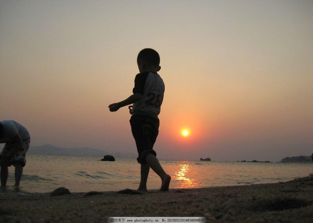 厦门 海边 夕阳 风景 人影 背影 小孩  摄影 自然景观 自然风景 180dp