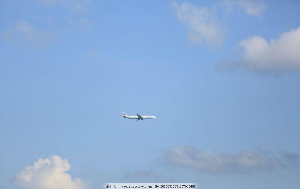 蓝天 飞机 海边 黄金海岸 天空 云 摄影 自然景观 自然风景 72dpi jpg