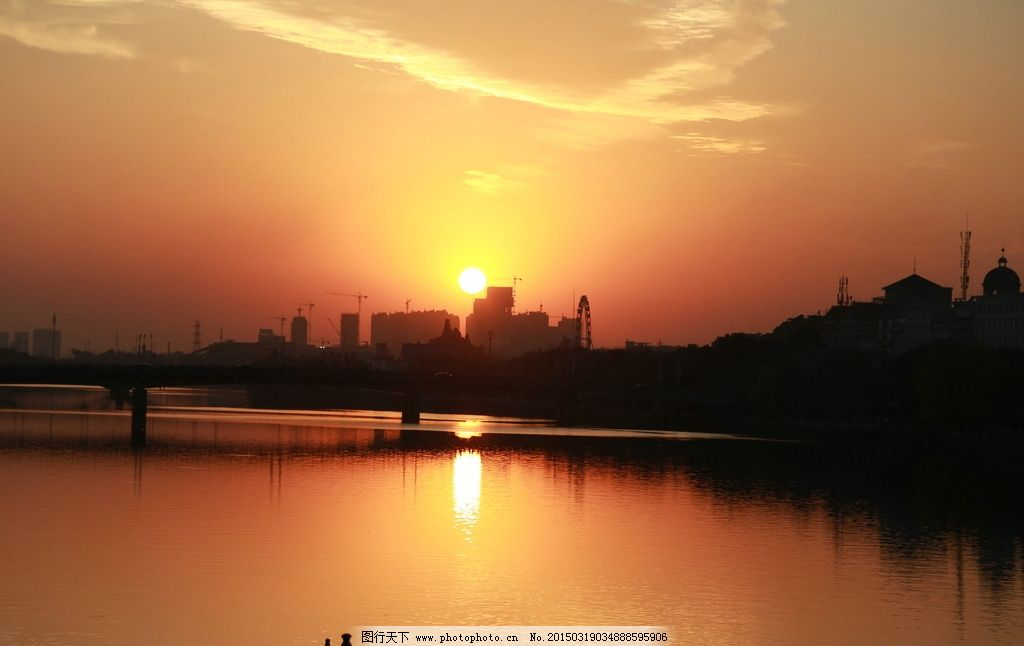 夕阳 河流 剪影 落日 倒影 黄色 太阳 云层 彩云 摄影 自然景观 自然
