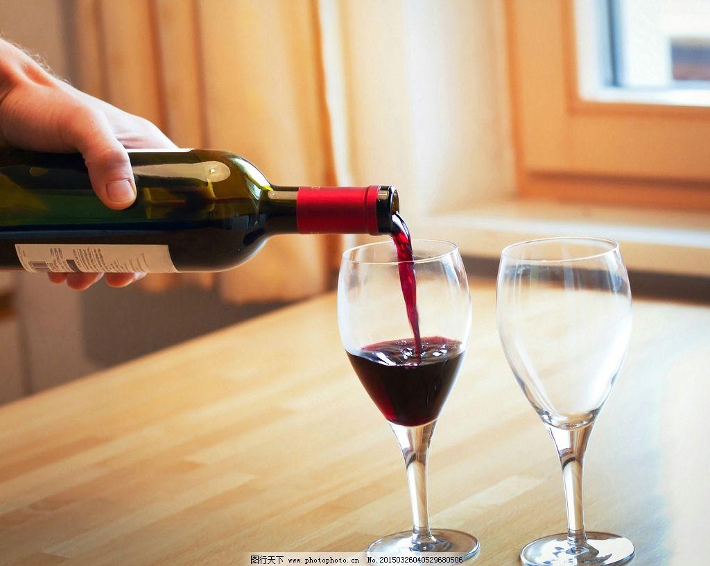 葡萄酒 红酒 干红 倒酒 高脚杯 美酒 饮料酒水 摄影 摄影 餐饮美食